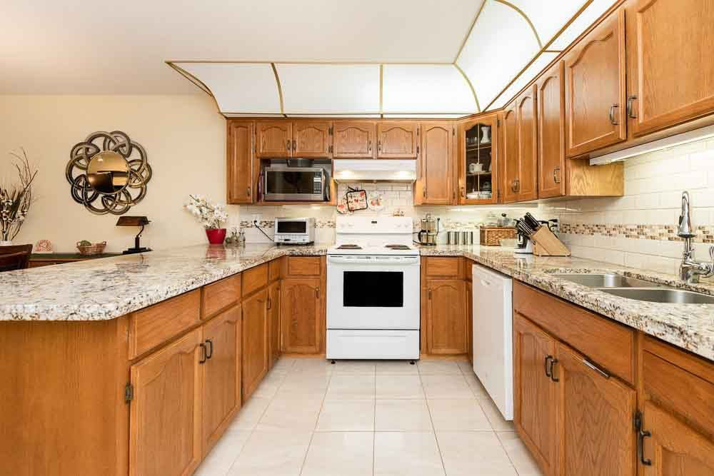 Photo 5: Photos: 110 11601 227 Street in Maple Ridge: East Central Condo for sale : MLS®# R2504284
