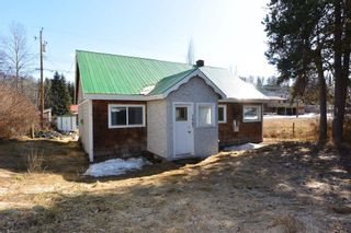 """Photo 34: 1673 16 Highway: Telkwa House for sale in """"Downtown Residential Commercial Mixed Use"""" (Smithers And Area (Zone 54))  : MLS®# R2557368"""
