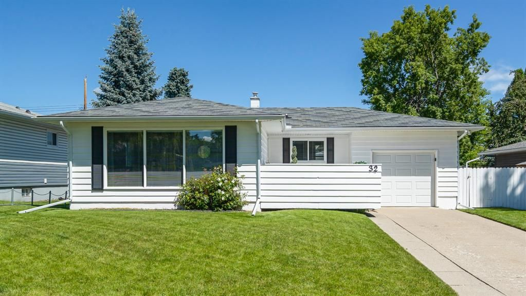 Main Photo: 32 KIRBY Place SW in Calgary: Kingsland Detached for sale : MLS®# A1011201
