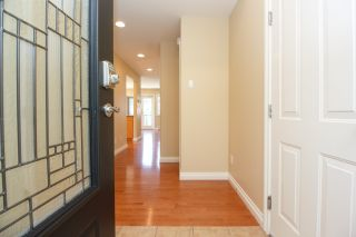 Photo 5: Master on Main in Detached Townhome in Sidney