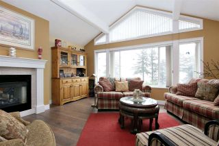 """Photo 2: 7 8590 SUNRISE Drive in Chilliwack: Chilliwack Mountain Townhouse for sale in """"MAPLE HILLS"""" : MLS®# R2441091"""