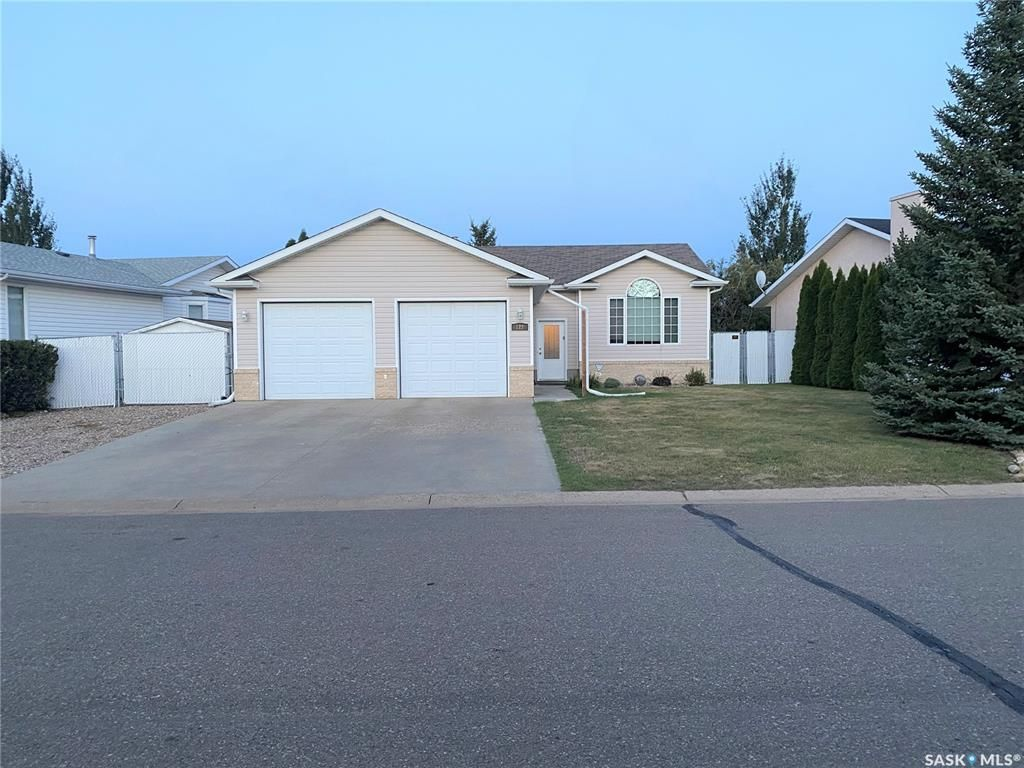 Main Photo: 122 Janet Drive in Battleford: Residential for sale : MLS®# SK870232