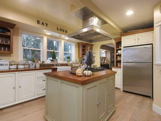 Photo 10: 1985 W Burnside Rd in : VR Prior Lake House for sale (View Royal)  : MLS®# 860770