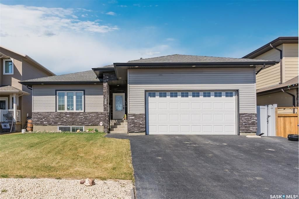 Main Photo: 344 1ST Avenue North in Martensville: Residential for sale : MLS®# SK852671
