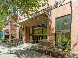 """Photo 12: 2403 1189 HOWE Street in Vancouver: Downtown VW Condo for sale in """"The Genesis"""" (Vancouver West)  : MLS®# R2592204"""