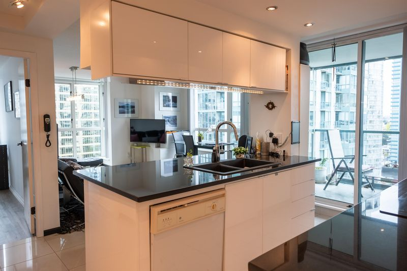 FEATURED LISTING: 2206 - 1238 MELVILLE Street Vancouver