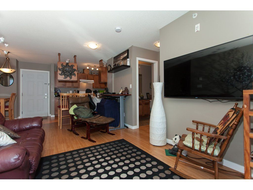 """Photo 11: Photos: 412 33960 OLD YALE Road in Abbotsford: Central Abbotsford Condo for sale in """"Old Yale Heights"""" : MLS®# R2241666"""
