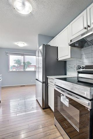 Photo 5: 2 519 64 Avenue NE in Calgary: Thorncliffe Row/Townhouse for sale : MLS®# A1140749