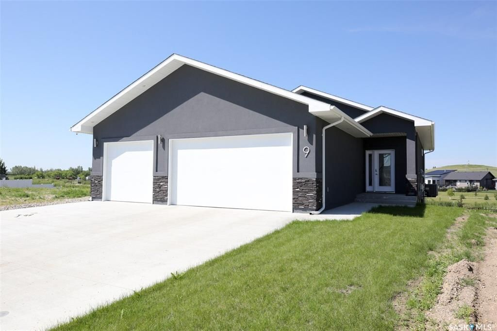 Main Photo: 9 Lookout Drive in Pilot Butte: Residential for sale : MLS®# SK861091
