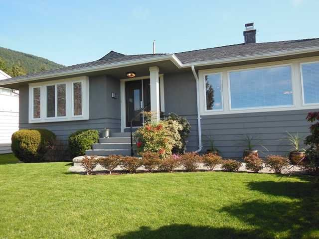 """Main Photo: 4484 CANTERBURY Crescent in North Vancouver: Forest Hills NV House for sale in """"FOREST HILLS"""" : MLS®# V1110439"""