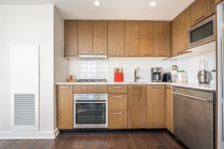 """Photo 4: 1007 1372 SEYMOUR Street in Vancouver: Downtown VW Condo for sale in """"The Mark"""" (Vancouver West)  : MLS®# R2554950"""