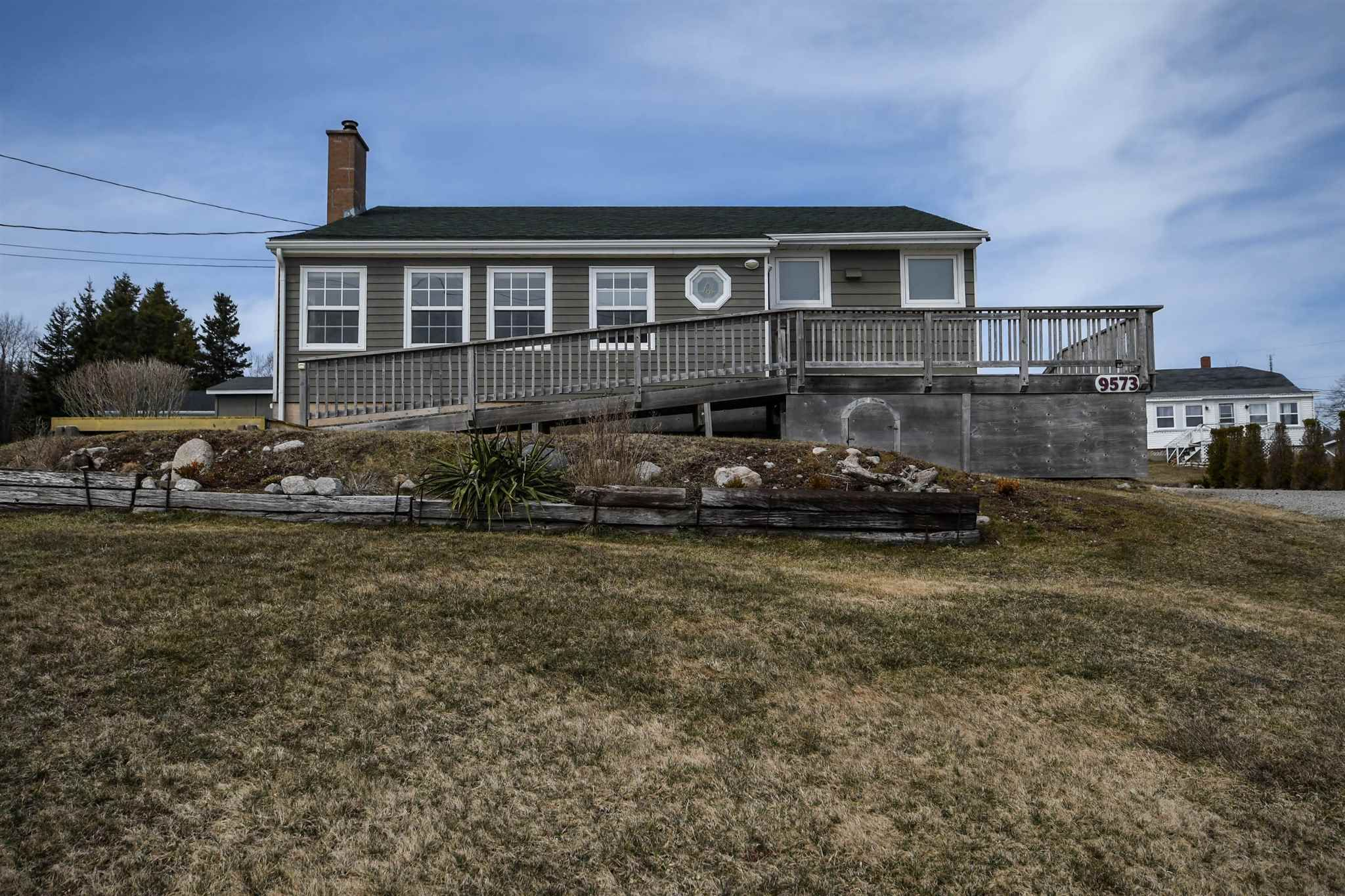 Main Photo: 9573 St. Margarets Bay Road in Queensland: 40-Timberlea, Prospect, St. Margaret`S Bay Residential for sale (Halifax-Dartmouth)  : MLS®# 202106416