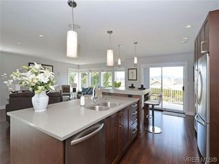 Photo 7: 800 Summerwood Pl in VICTORIA: SE Broadmead House for sale (Saanich East)  : MLS®# 695460