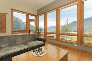 Photo 5: 2001 CLIFFSIDE Lane in Squamish: Hospital Hill House for sale : MLS®# R2249140