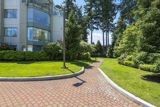 """Photo 31: 207 1725 MARTIN Drive in Surrey: Sunnyside Park Surrey Condo for sale in """"Southwynde by Bosa Construction"""" (South Surrey White Rock)  : MLS®# R2589196"""