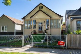 Photo 1: 759 Simcoe Street in Winnipeg: West End Residential for sale (5A)  : MLS®# 202122659