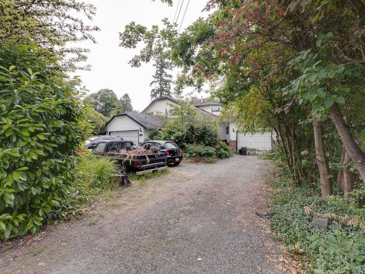 "Photo 3: Photos: 21374 RIVER Road in Maple Ridge: Southwest Maple Ridge House for sale in ""River Road"" : MLS®# R2600142"