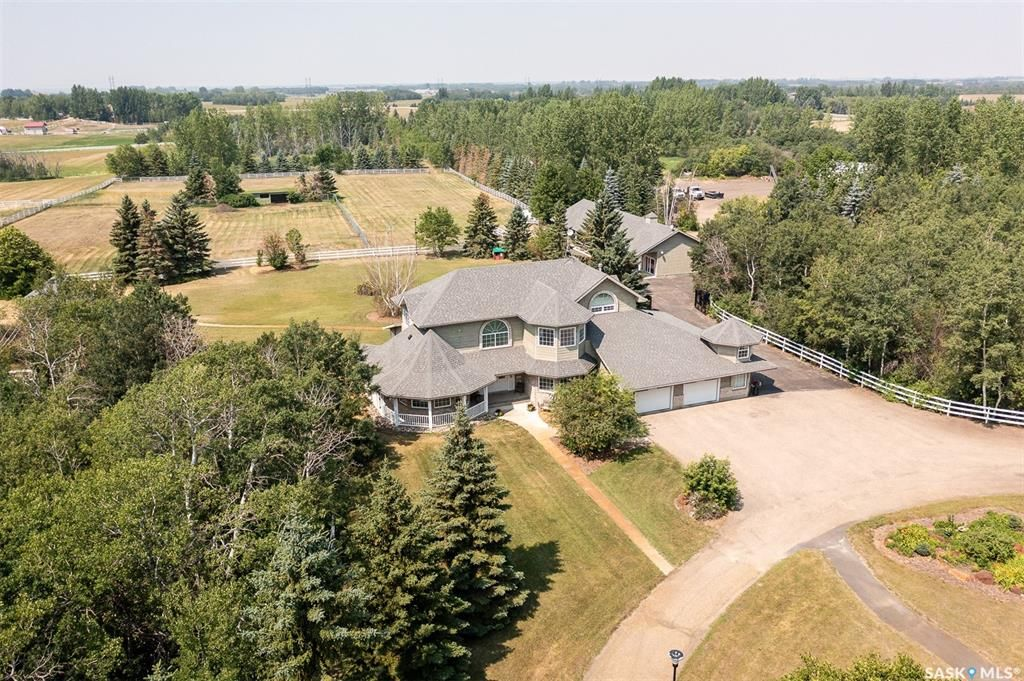 Main Photo: 5600 Clarence Avenue South in Casa Rio: Residential for sale : MLS®# SK864079
