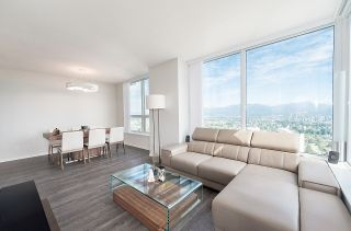 """Photo 2: 3101 5883 BARKER Avenue in Burnaby: Metrotown Condo for sale in """"ALDYNNE ON THE PARK"""" (Burnaby South)  : MLS®# R2372659"""