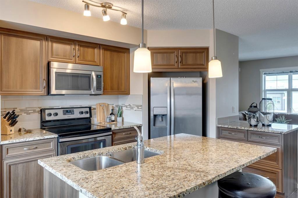 Photo 6: Photos: 33 Marine Drive SE in Calgary: Mahogany Row/Townhouse for sale : MLS®# A1124015