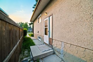 Photo 2: 51 Holland Street NW in Calgary: Highwood Semi Detached for sale : MLS®# A1131163