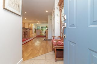 Photo 3: 6935 Shiner Pl in : CS Brentwood Bay House for sale (Central Saanich)  : MLS®# 877432