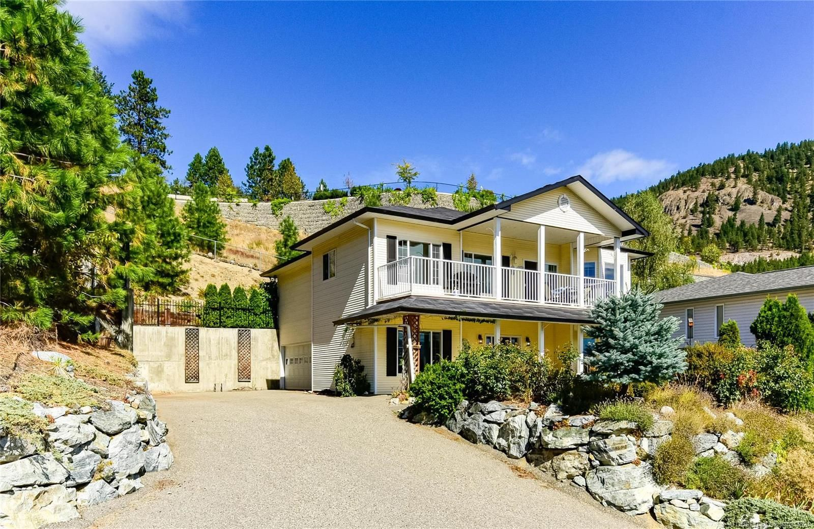 Main Photo: 5270 Sutherland Road, in Peachland: House for sale : MLS®# 10214524