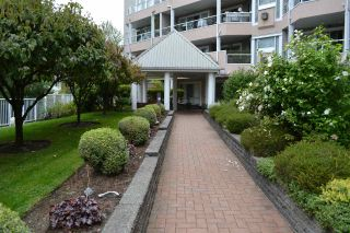 Photo 3: 318 11605 227 Street in Maple Ridge: East Central Condo for sale : MLS®# R2495059