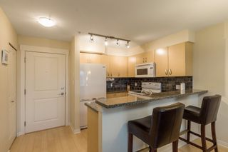 "Photo 6: 319 20750 DUNCAN Way in Langley: Langley City Condo for sale in ""FAIRFIELD LANE"" : MLS®# R2145506"