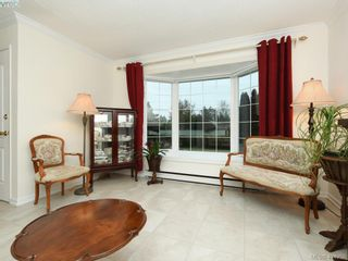 Photo 2: 7984 Lochside Dr in SAANICHTON: CS Turgoose House for sale (Central Saanich)  : MLS®# 804692