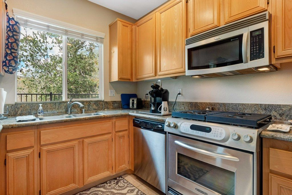 Photo 10: Photos: NATIONAL CITY House for sale : 3 bedrooms : 4102 Verde View