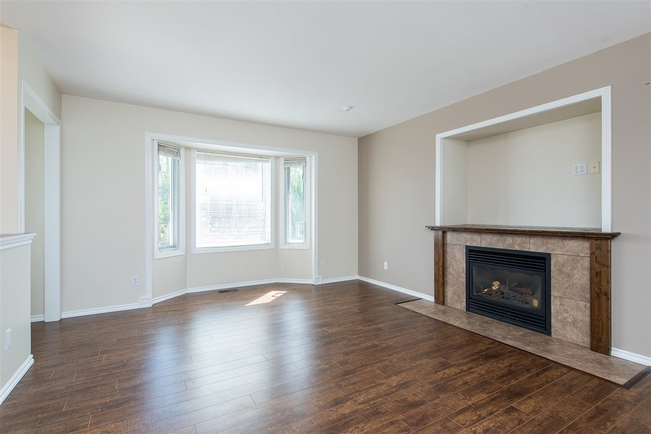 """Photo 5: Photos: 34717 5 Avenue in Abbotsford: Poplar House for sale in """"Huntingdon Village"""" : MLS®# R2483870"""