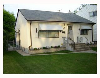 Photo 1: 1207 SPRUCE Street in WINNIPEG: West End / Wolseley Residential for sale (West Winnipeg)  : MLS®# 2810323