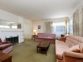 Photo 2: 905 Lawndale Ave in Victoria: Vi Fairfield East House for sale : MLS®# 838494