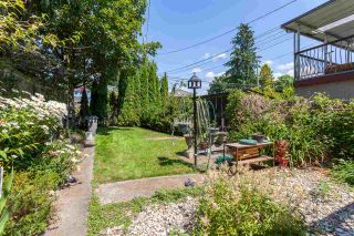"""Photo 18: 951 E 17TH Avenue in Vancouver: Fraser VE House for sale in """"CEDAR COTTAGE"""" (Vancouver East)  : MLS®# R2205343"""