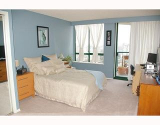 """Photo 5: 121 10TH Street in New Westminster: Uptown NW Condo for sale in """"Vista Royale"""" : MLS®# V639568"""