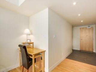 """Photo 7: 2301 1205 W HASTINGS Street in Vancouver: Coal Harbour Condo for sale in """"CIELO"""" (Vancouver West)  : MLS®# R2191331"""