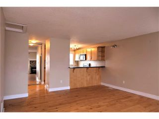 Photo 5: 248 54 GLAMIS Green SW in Calgary: Glamorgan House for sale : MLS®# C4109785