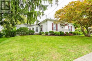 Photo 2: 108 NELSON Street W in Port Dover: House for sale : MLS®# 40168510