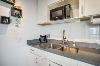 """Photo 14: 1706 3970 CARRIGAN Court in Burnaby: Government Road Condo for sale in """"Harrington - Discovery Place 2"""" (Burnaby North)  : MLS®# R2485724"""