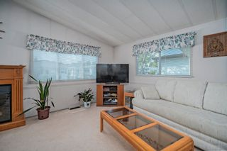 """Photo 3: 102 2303 CRANLEY Drive in Surrey: King George Corridor Manufactured Home for sale in """"SUNNYSIDE ESTATES"""" (South Surrey White Rock)  : MLS®# R2618060"""