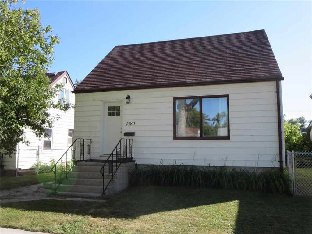 *Shaughnessy Heights* 1 1/2 Storey 880 sq.ft. +/-  3 Br