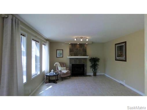 Photo 10: Photos: 606 Forsyth Crescent in Saskatoon: Erindale Single Family Dwelling for sale (Saskatoon Area 01)  : MLS®# 568828