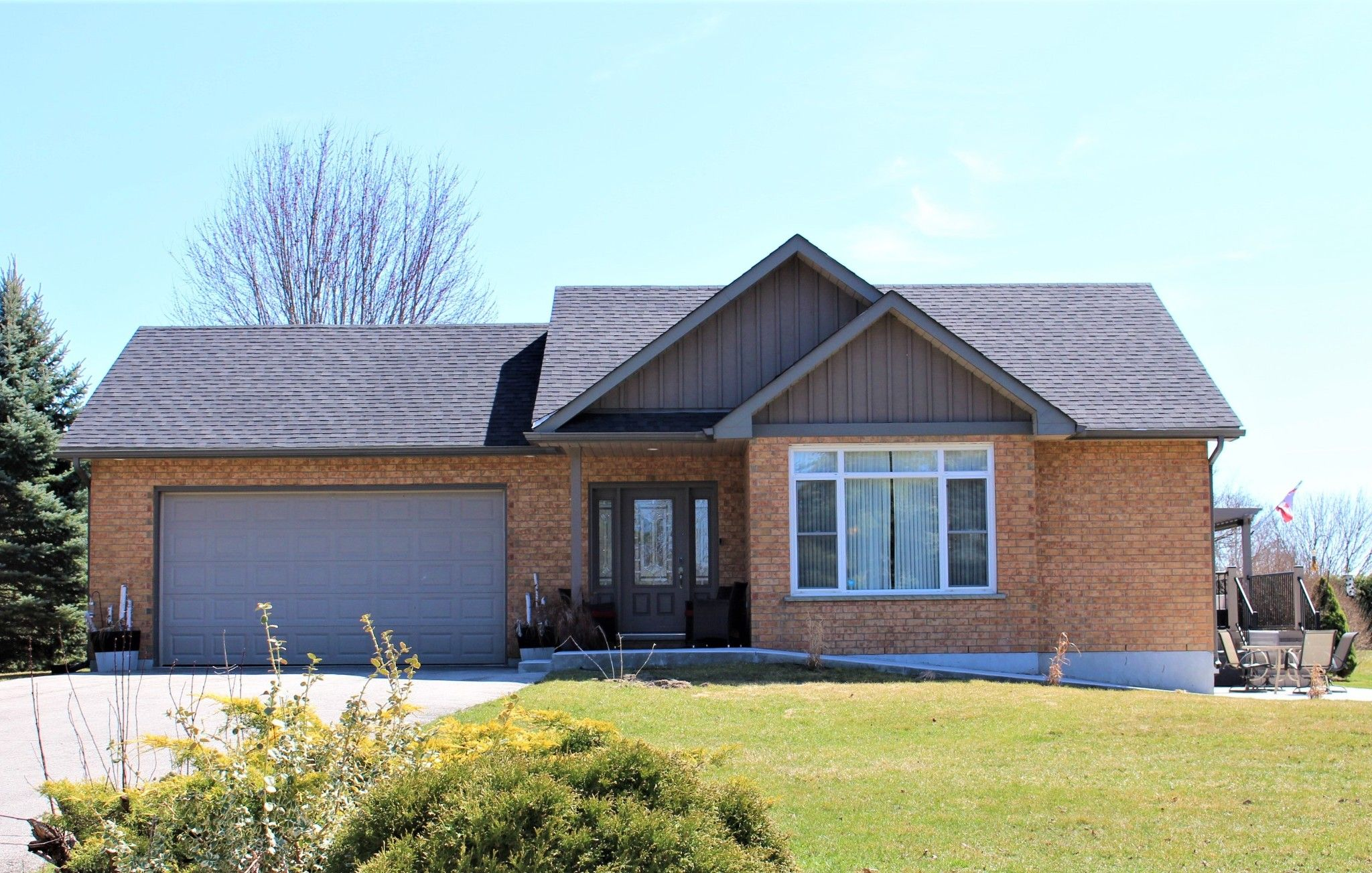 Main Photo: 8425 E Trotters Lane in Cobourg: House for sale : MLS®# X5186868