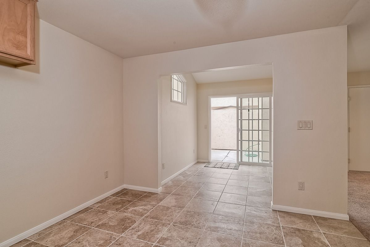 Photo 9: Photos: CLAIREMONT Condo for sale : 3 bedrooms : 5513 Caminito Roberto in San Diego