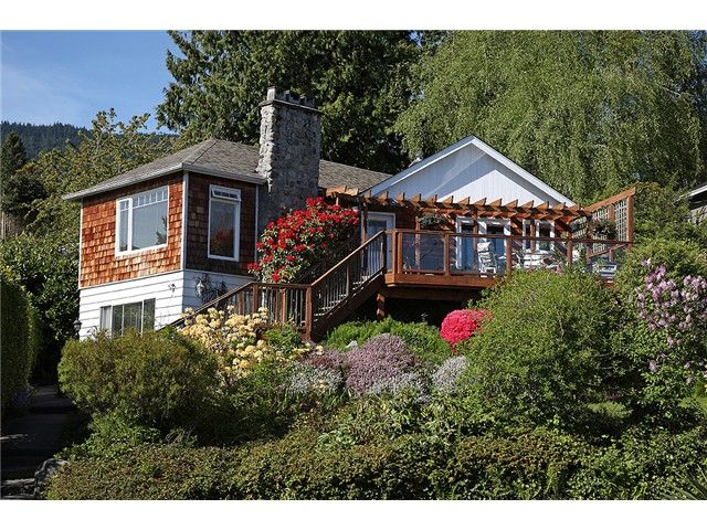Main Photo: 2647 MARINE DR in West Vancouver: Dundarave House for sale : MLS®# V978040
