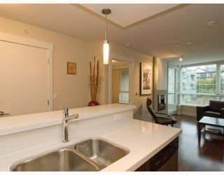Photo 7: 406-160 West 3rd Street in North Vancouver: Lower Lonsdale Condo for sale : MLS®# V790001