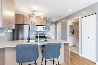 """Photo 6: 1409 977 MAINLAND Street in Vancouver: Yaletown Condo for sale in """"YALETOWN PARK 3"""" (Vancouver West)  : MLS®# R2595061"""