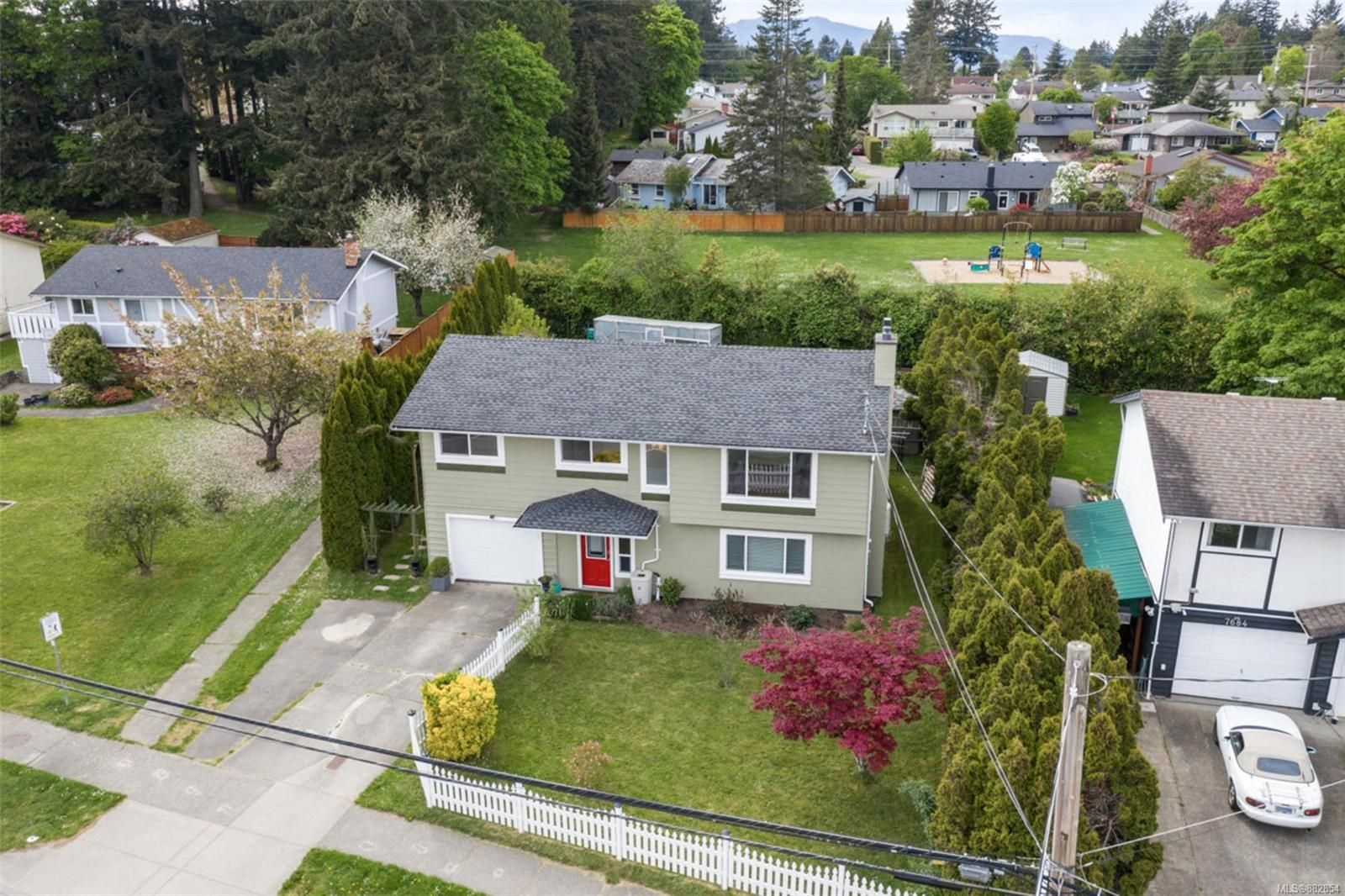 Main Photo: 7678 East Saanich Rd in : CS Saanichton House for sale (Central Saanich)  : MLS®# 882854