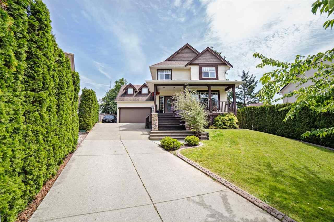 Main Photo: 8524 DOERKSEN Drive in Mission: Mission BC House for sale : MLS®# R2287895